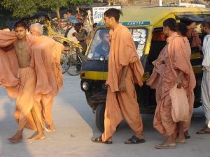 vr-haridwar-monks